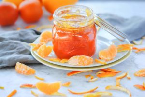 Marmalade in a Mason jar with lid leaning on it